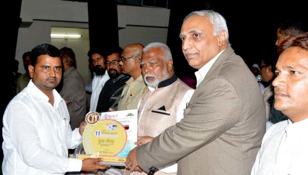 Patrakar Sangh felicitates young reporter