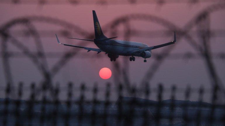 जागतिक हवाई वाहतूक क्षेत्रात ८२ टक्के प्रवासी घट