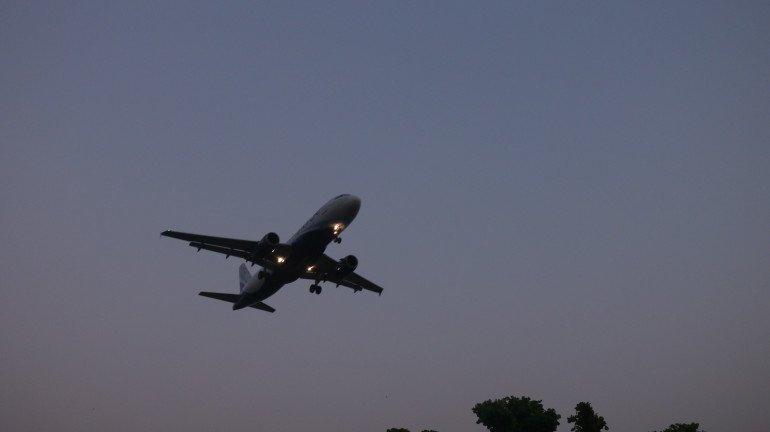 विमान प्रवास महागला