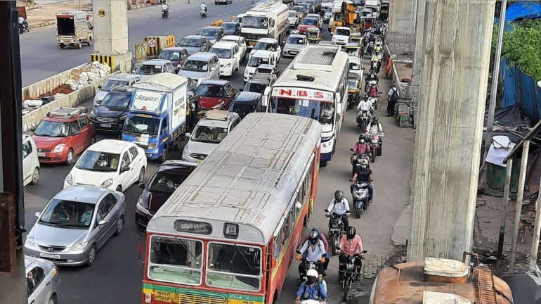 Petrol price in Mumbai crosses INR 100; commuters express concerns